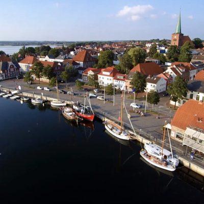 Der fjordähnliche Hafen in Neustadt Holstein